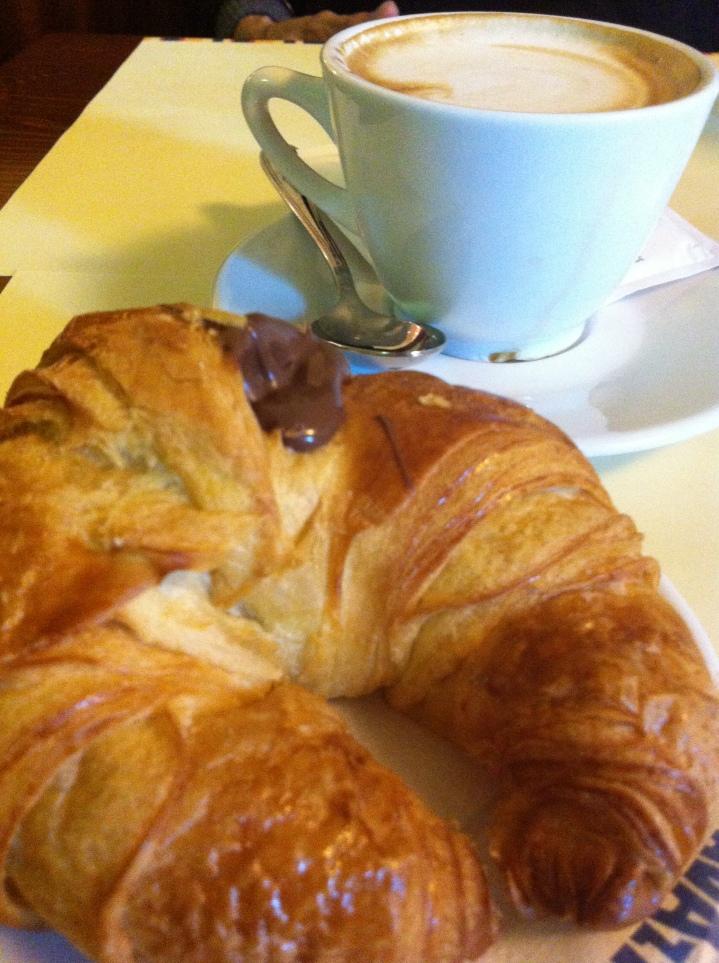 Un cornetto e un caffe per collazione
